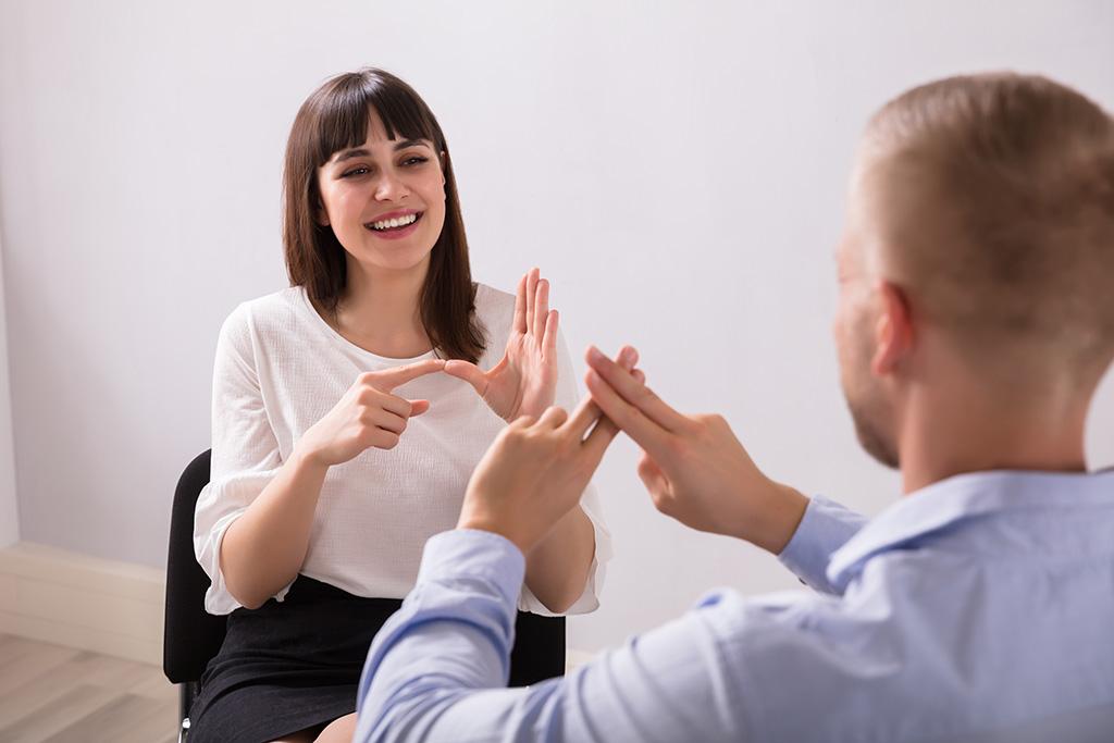 התאמת סביבת העבודה לעובדים חרשים וכבדי שמיעה